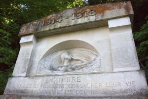 Monument aux morts Domaine de Grignon_